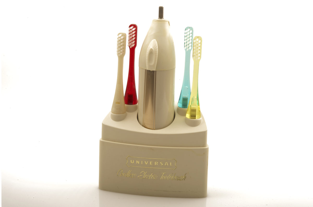 Universal 7004 Cordless Electric toothbrush